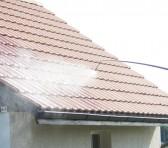 Le démoussage grâce au pulvérisateur de toiture thumbnail